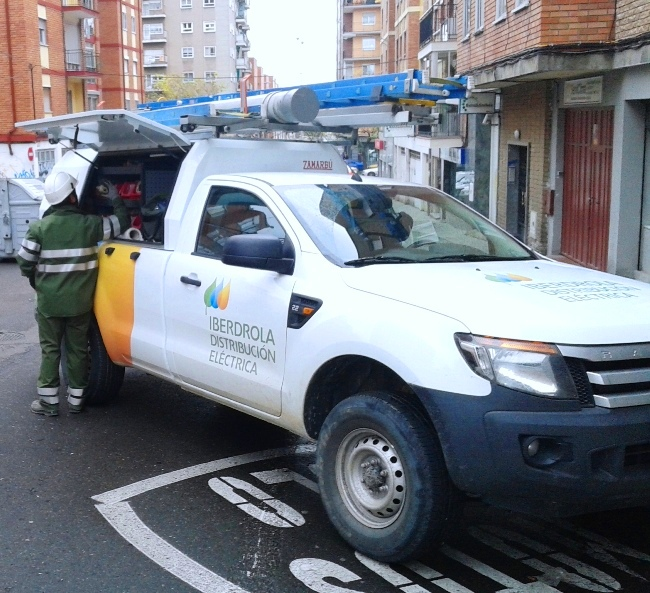 Operarios de Iberdrola Distribución en la capital salmantina
