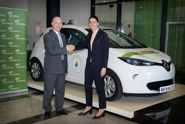 Luis Valerio, director del Vehículo Eléctrico de Renault, y Raquel Blanco, directora de Eficiencia y Servicios Energéticos de Iberdrola