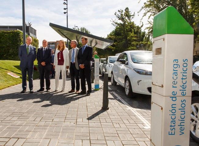 La consejera de Economía durante la presentación de los nuevos vehículos eléctricos
